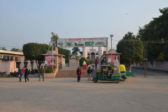 Bareilly, Indie: Grounds at the entrance