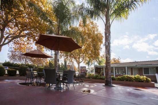 Tri-Valley Inn & Suites : EXTERIOR