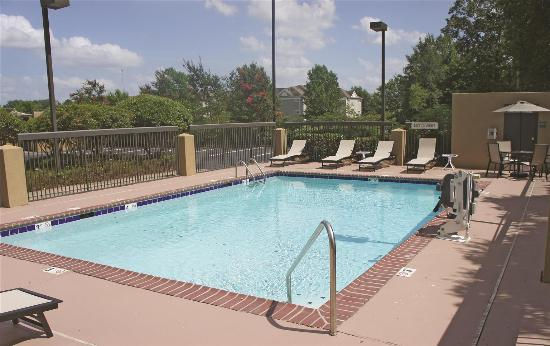 La quinta inn suites jackson north desde ms for Pool design jackson ms