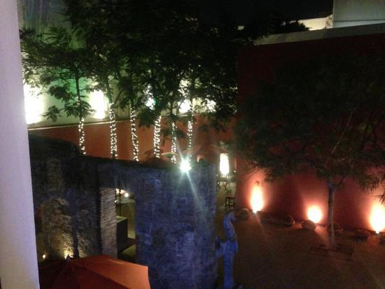Casareyna Hotel: Vista al Patio desde la hab 205