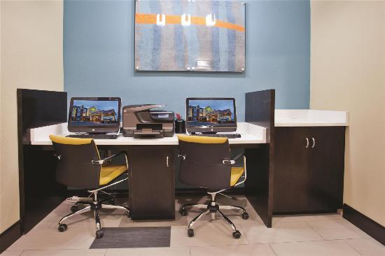 La Quinta Inn & Suites Oxford - Anniston: Business center