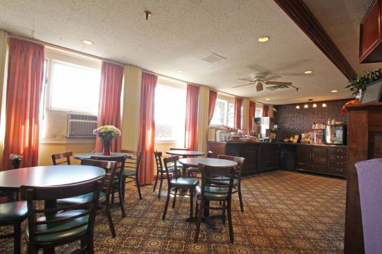 Fireside Inn & Suites: Dining