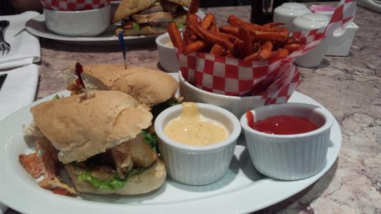 Toronto Airport West Hotel : Sandwich at on site Restaurant