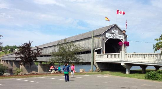 Hartland, Kanada: Entrance to covered bridge