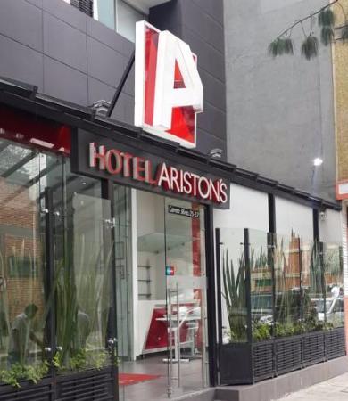 Hotel Aristons: Puerta