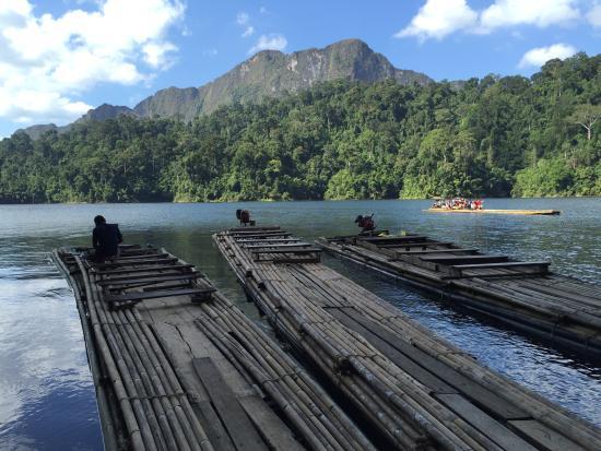 様々な奇岩 - Picture of Cheow Lan Dam (Ratchaprapa Dam), Ban Ta ...