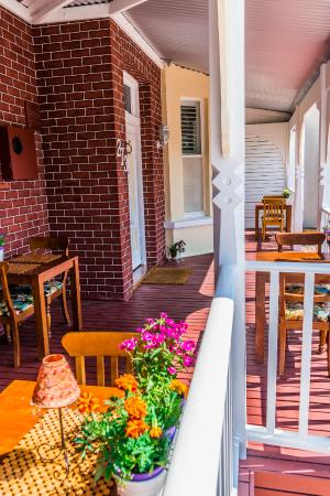 South Beach Bed and Breakfast: Front Verandah
