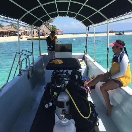 Barefoot Divers: At Cayos