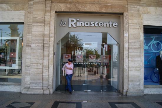 Province of Cagliari, Italien: Торговый центр