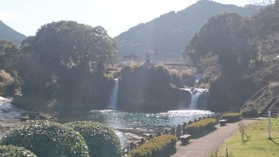 Todoroki Falls: 轟きの滝