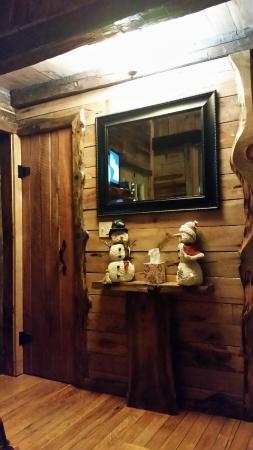 Glenmont, OH: Left edge is bedroom door- door next to mirror is bathroom