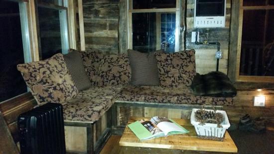 Glenmont, Ohio: Sitting Area in Living Room