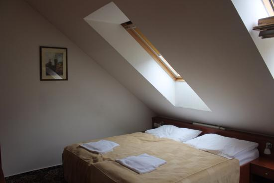 City Central Hotel: Номер - кровать