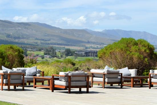 Benguela Restaurant: Sitting on the deck with a wonderful view of the Lagoon