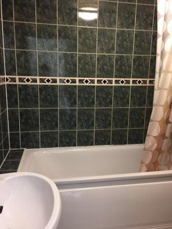 The Bay Hotel: Bathroom