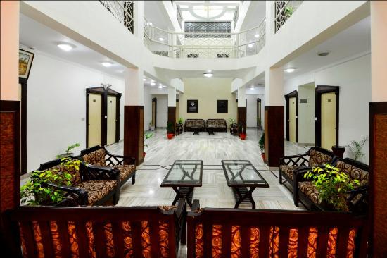Hotel Ashish Palace: floor lobby