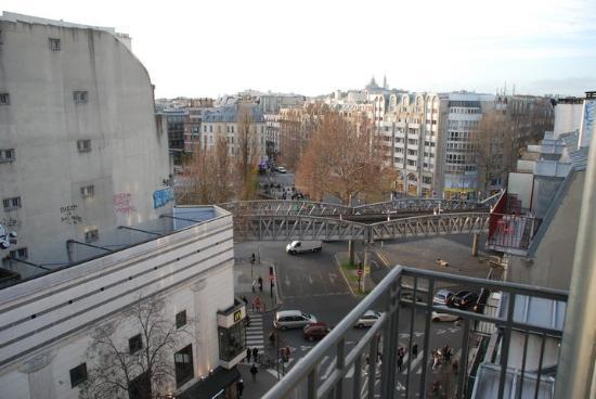 Libertel Canal Saint-Martin : Vue sur Montmartre
