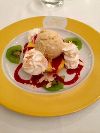 Revel, Prancis: Ananas et sa boule de glace
