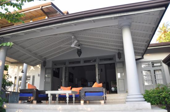 Hibiscus Villa : terraza