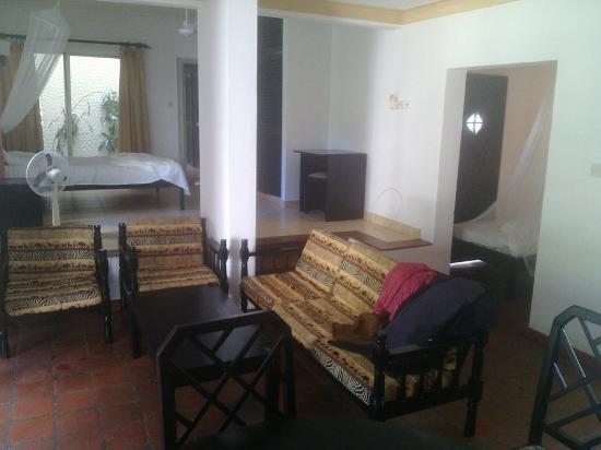 Wayside Beach Apartment Hotel: Room