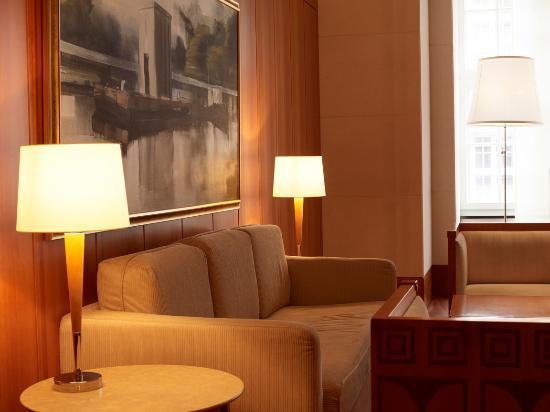 Park Hyatt Hamburg : Hotel Lobby