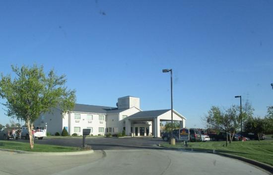Best Western Brookfield: exterior