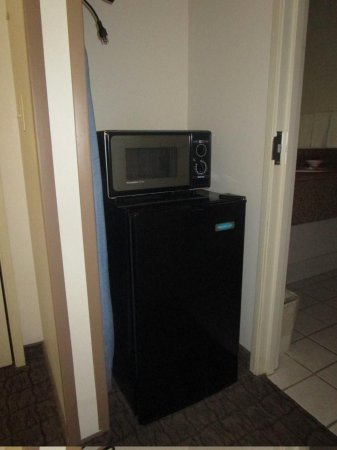 Best Western Brookfield: micro/fridge