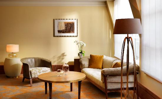 Park Hyatt Hamburg: Park Suite Living Room