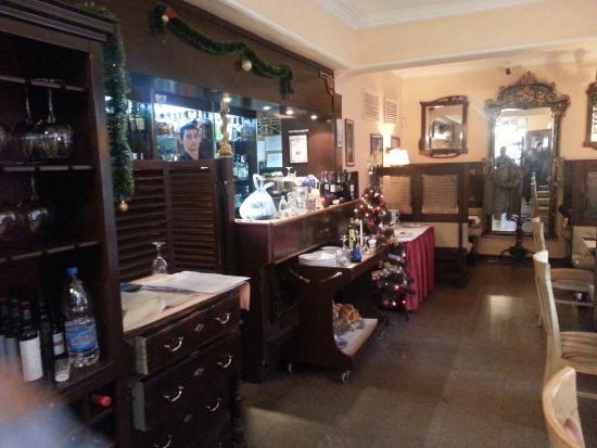 Lozenets, Bułgaria: une sorte de bar et quelques tables