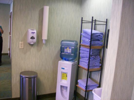 SpringHill Suites by Marriott Edgewood Aberdeen: Small Fitness Center Water Cooler and Towels