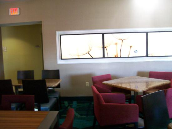 SpringHill Suites Edgewood Aberdeen: Breakfast Area Seating.