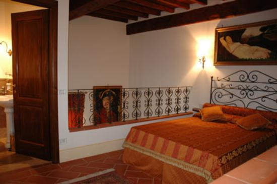 Maria antonietta picture of first of florence residence for Appart hotel florence