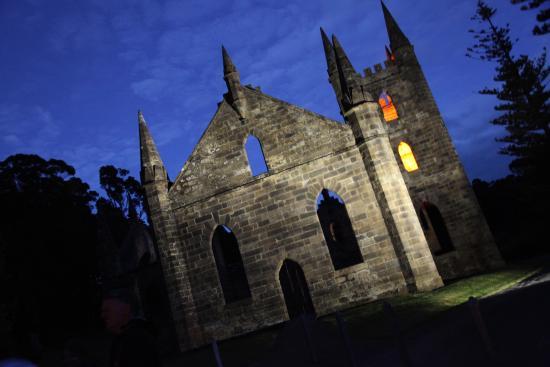 Port Arthur Ghost Tours : Church at dusk