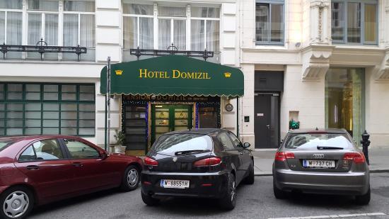 Hotel Domizi: Вход в отель
