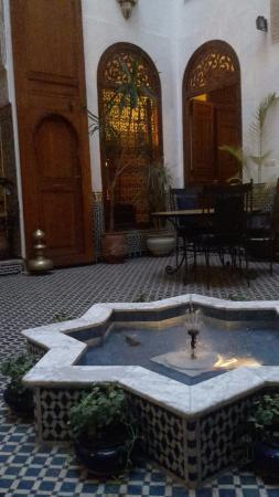 Riad Zamane: fontana cortile