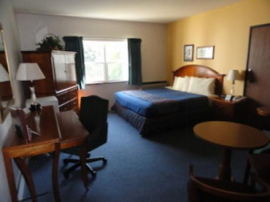 Iron Ridge, WI: King Room