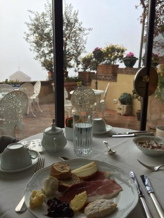 Campo Regio Relais: terrace and dining room with Panoramic Siena view