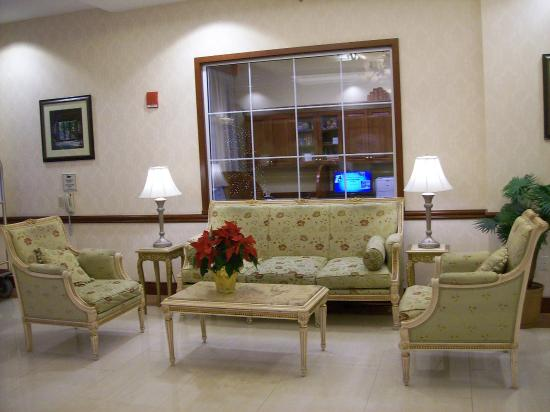 Homewood Suites by Hilton East Rutherford-Meadowlands: One of the Lobby Seating Areas
