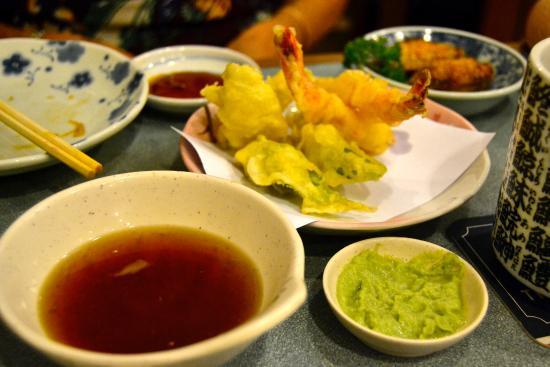 Sushi bord der man ser kokken lager sushien   picture of ikoi ...