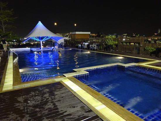 Piscina picture of dang derm hotel bangkok tripadvisor - Hotel bangkok piscina ...