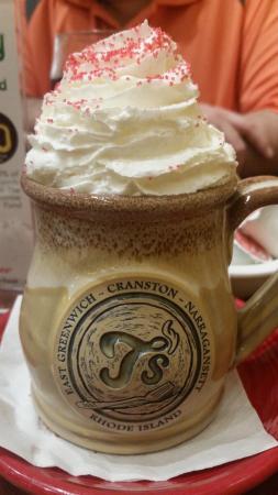 T's Restaurant: Yummy mug of hot chocolate at T's