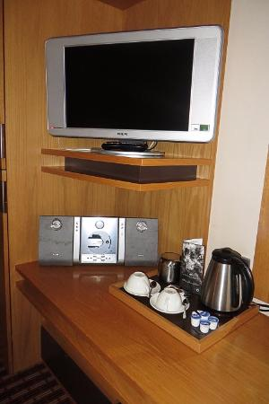 The Croke Park: Kettle, TV & music player