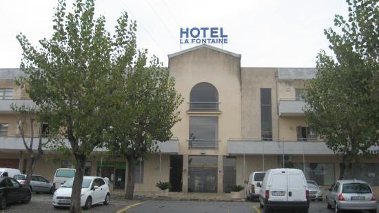 La piscine picture of la fontaine hotel esmoriz for Fontaine piscine