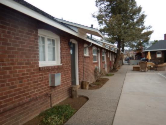 Motel DuBeau Travelers Inn & Hostel: outside