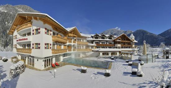 Hotel Edenlehen: Edenlehen Winter Außenansicht schräg