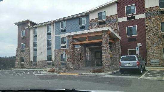 Monaca, Pensilvania: Such a cute hotel! Love how cozy and home like it felt! Beautiful building inside and out! Great