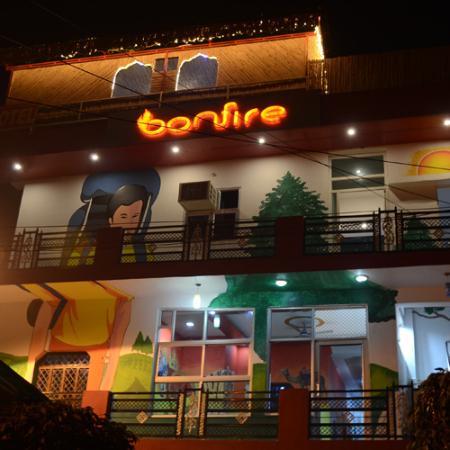 Bonfire Hostel Agra