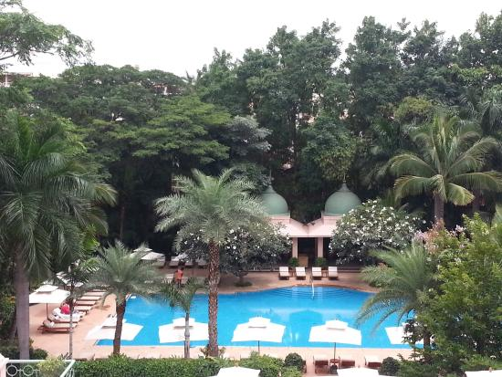 The Leela Palace Bengaluru: Pool View