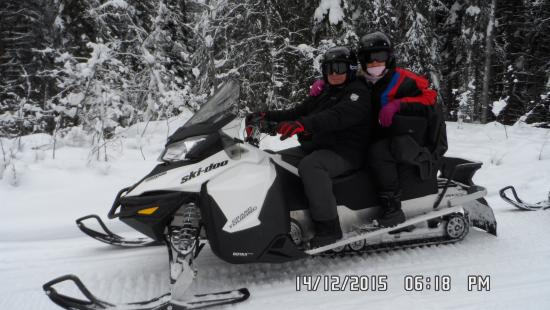 Goleen, Canadá: on the snowmobile