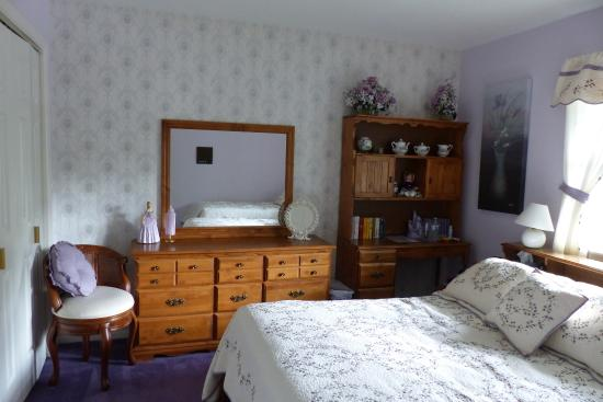 Judy's Touch of Class B&B: Very nice bright room (for up to 3 people)